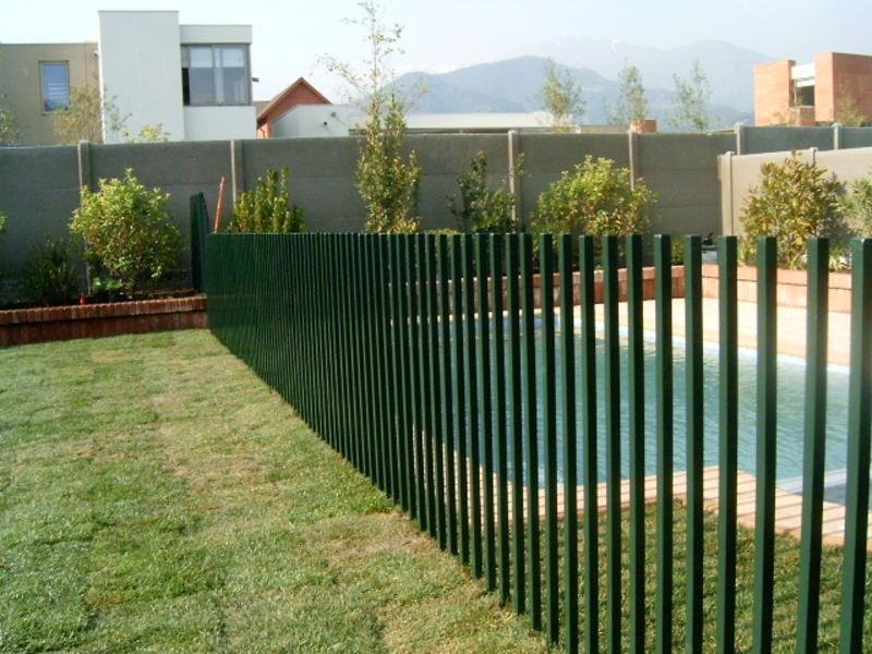 Implementos de seguridad en piscinas for Verjas para jardin